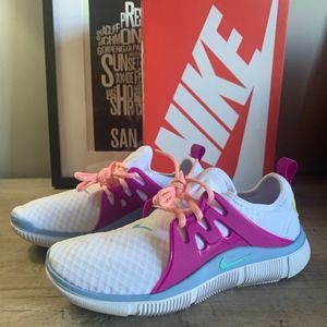NEW Nike Alcame Running Shoe / 7 / *